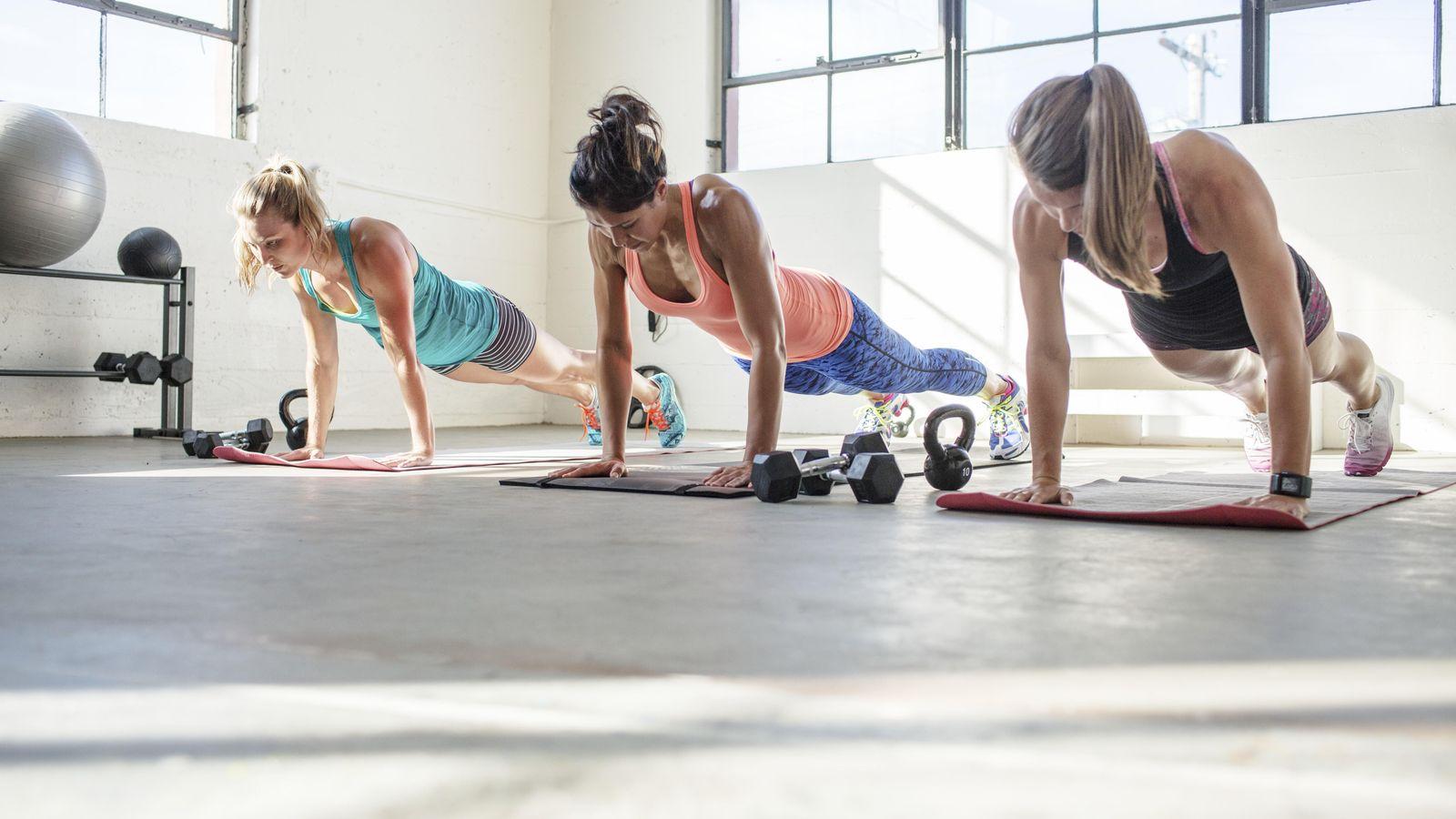 Foto: La plancha es un ejercicio muy común, pero no por ello poco exigente. (Corbis)