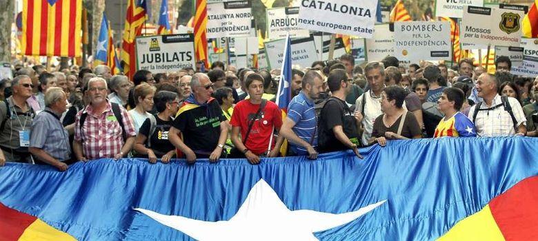 Foto: Miles de catalanes salieron a las calles en la Diada 2012 (Efe)