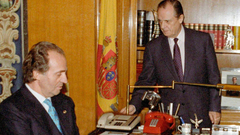 Sabino Fernández Campo y el rey Juan Carlos. (EFE)
