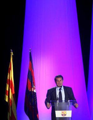 Laporta celebra su última asamblea en el Barcelona nombrando el catalán como lengua oficial del club