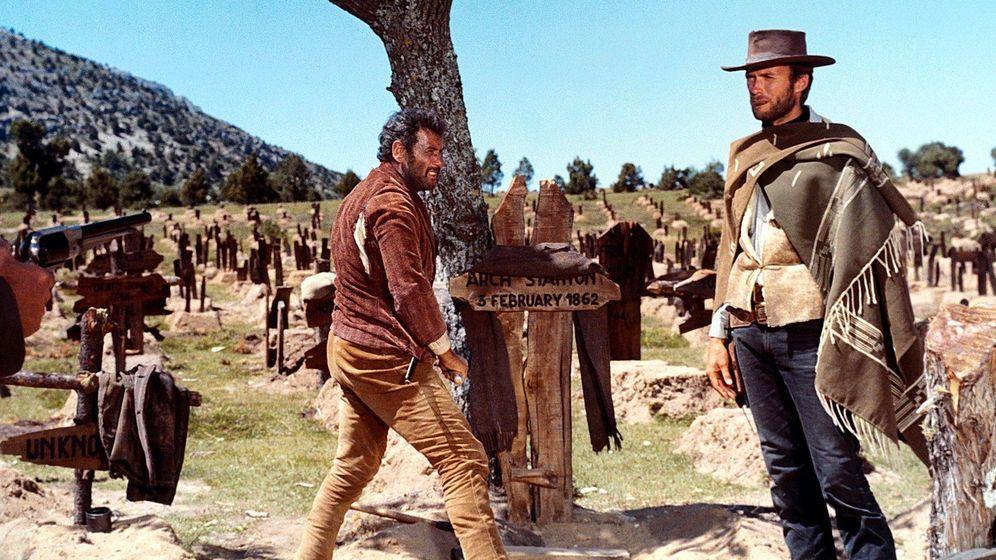 Foto: Eli Walach y Clint Eastwood buscan el oro confederado en el cementerio de Sad Hill, en Burgos