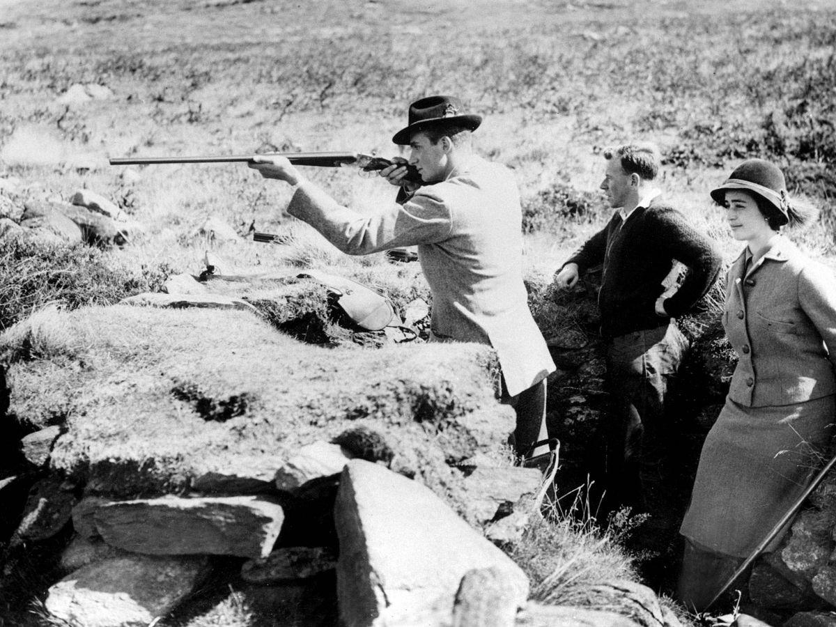 Foto: El entonces príncipe Juan Carlos, cazando en Inglaterra en 1959. (Cordon Press)