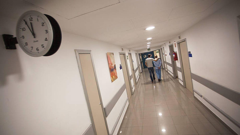 Pasillo de la unidad 34 de la Fundación Jiménez Díaz, en Madrid. (E.Villarino)