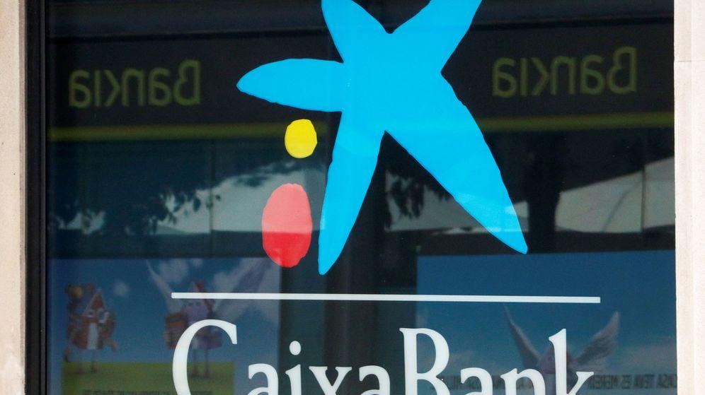 Foto: Logos de CaixaBank y Bankia. (Reuters)