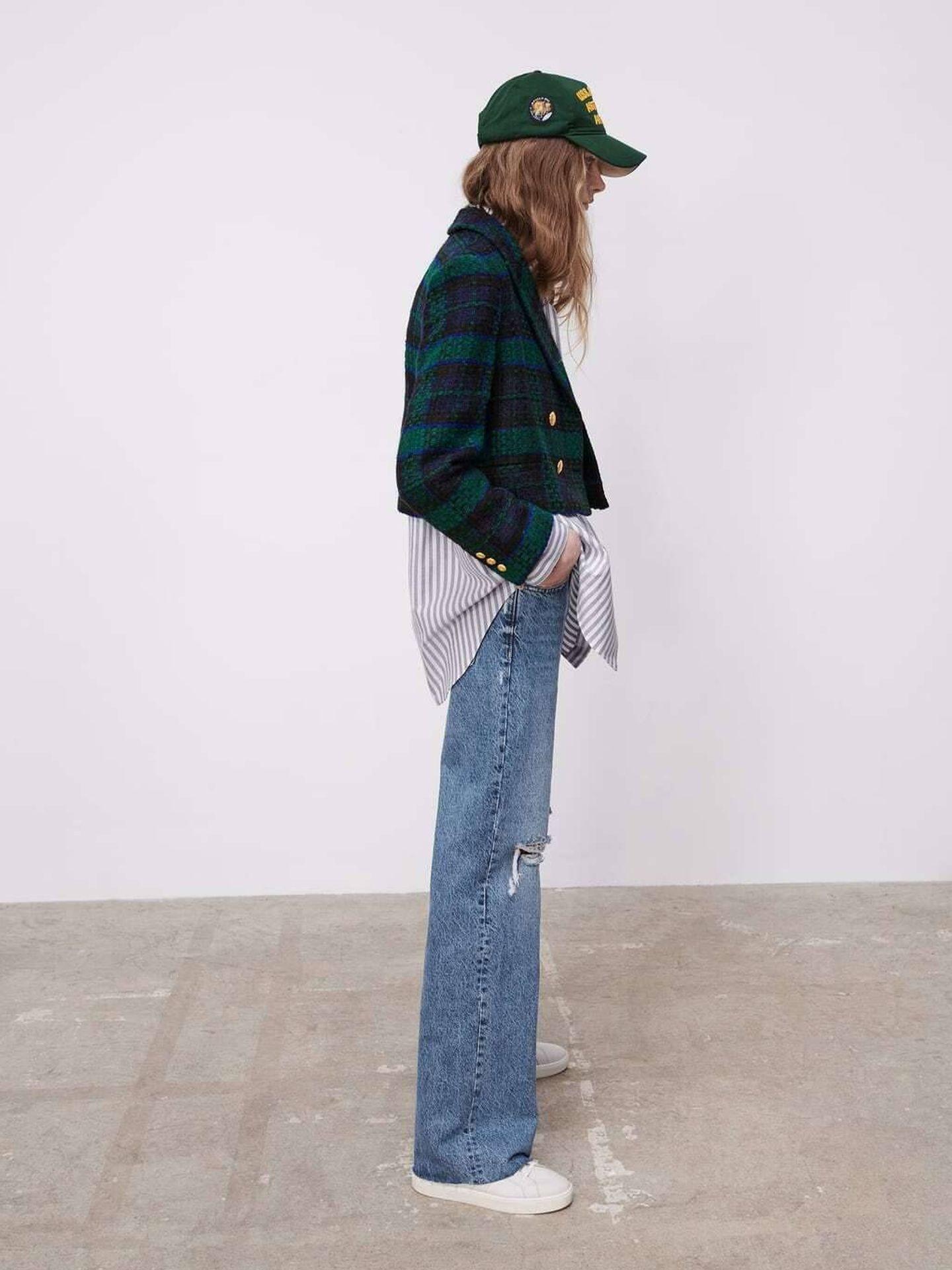La americana de cuadros de Zara. (Cortesía)