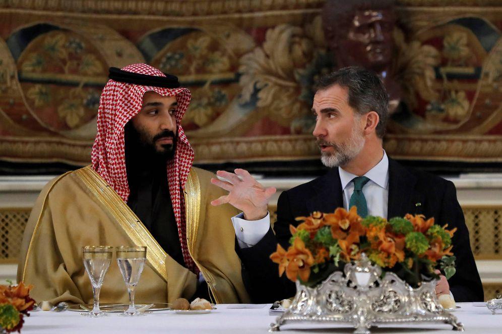 Foto: El príncipe heredero de Arabia Saudí, Mohamed bin Salman, junto al Rey Felipe VI en Madrid. (Reuters)