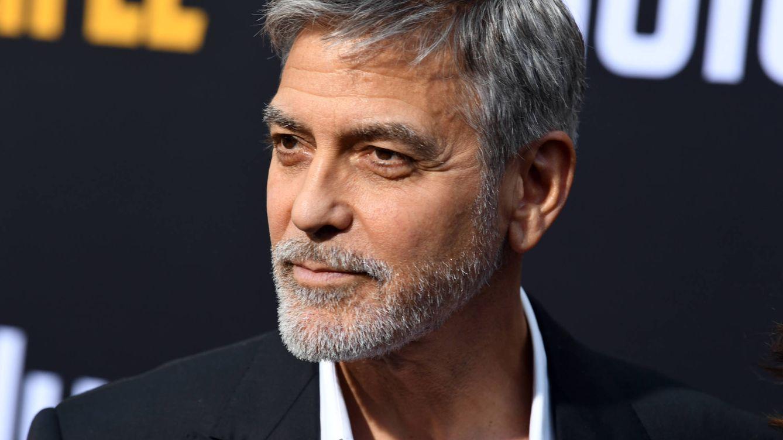 George Clooney confiesa que lleva 25 años cortándose el pelo él mismo con un aparato de teletienda