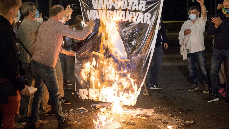 Independentistas queman fotos del Rey en la víspera de su visita a Barcelona