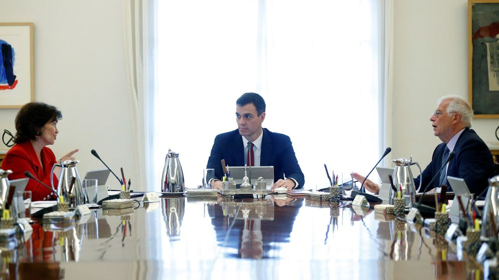 Foto: El jefe del Ejecutivo, Pedro Sánchez (c), que preside el primer Consejo de Ministros y de Ministras de su gabinete. (EFE)