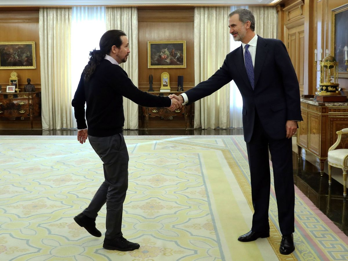Foto: Felipe VI recibe en audiencia al líder de Unidas Podemos, Pablo Iglesias (i), en el marco de la ronda de consultas para la investidura. (EFE)