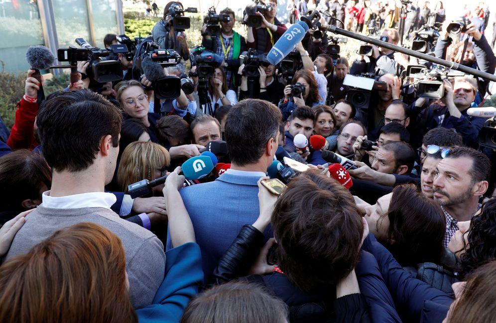 Foto: Pedro Sánchez, tras votar en su colegio de Pozuelo de Alarcón, en Madrid, este 28 de abril. (Reuters)