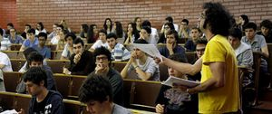 Foto: Los profesores universitarios imparten de media menos de los 24 créditos anuales exigidos por ley