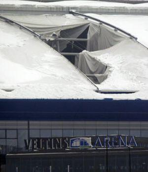 """El Schalke de Raúl jugará """"sin techo"""" tras hundirse la cubierta por la nieve"""