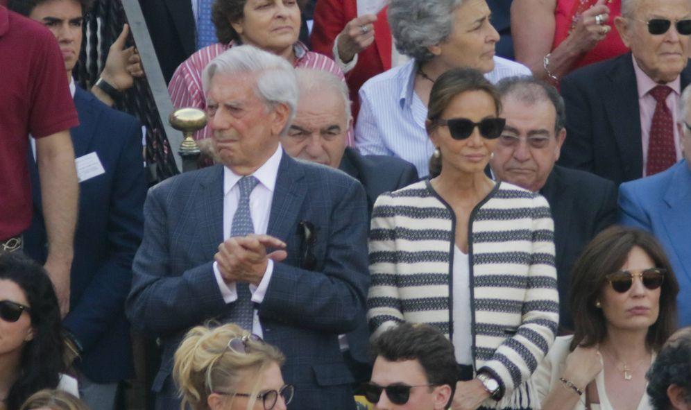 Foto: Cospedal, Esperanza Aguirre o la infanta Elena se van a los toros en Sevilla