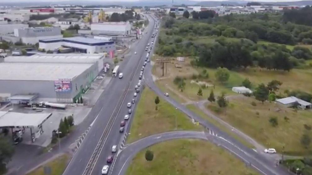 Una caravana de 16 km de coches contra el cierre de Alcoa en San Cibrao (Lugo)