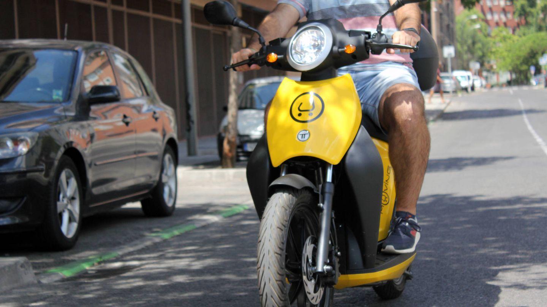 Estas motos son más ligeras que las de eCooltra. (Aroa Fernández)