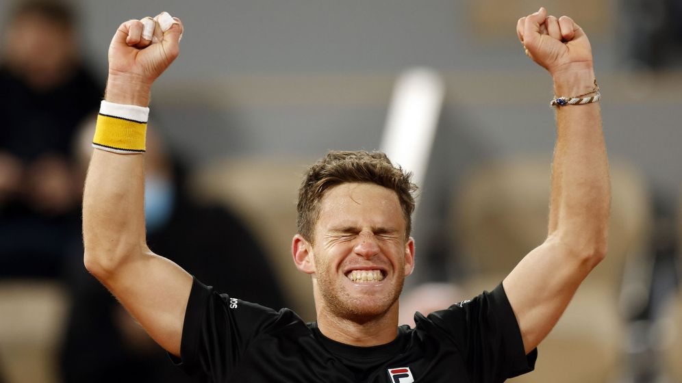Foto: Schwartzman, tras ganar el último punto de su partido de cinco 'sets' ante Thiem en cuartos de final. (EFE)