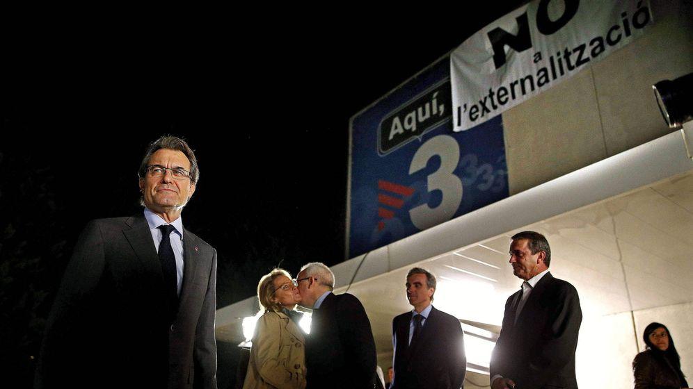 Foto: Artur Mas a las puertas de la sede de TV3 antes de un debate electoral en 2012. (EFE)