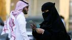 Las mujeres se preparan para pisar un estadio de fútbol en Arabia Saudí