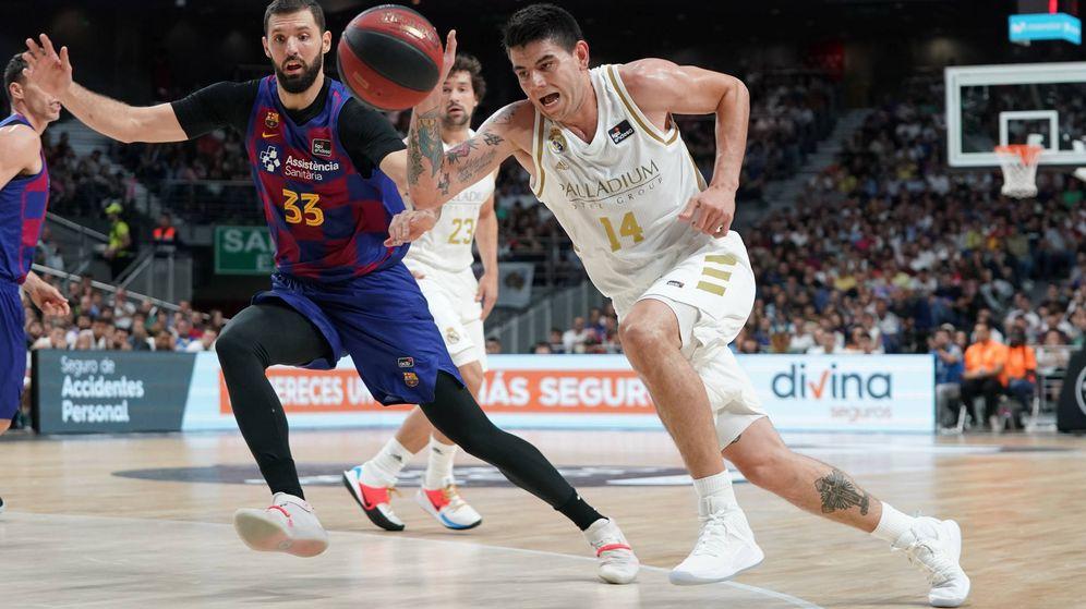 Foto: La defensa de Gabriel Deck sobre Nikola Mirotic fue una de las claves de la final de la Supercopa. (ACB Photo)