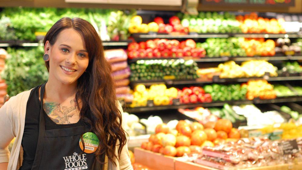 Foto: Una trabajadora de uno de los supermercados Whole Foods.