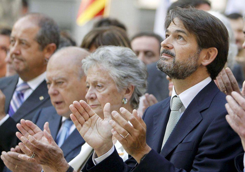 Foto: El secretario general adjunto de CDC, Oriol Pujol (d), junto a su madre, Marta Ferrusola (c) y al expresidente de la Generalitat, Jordi Pujol (2i) (Efe)