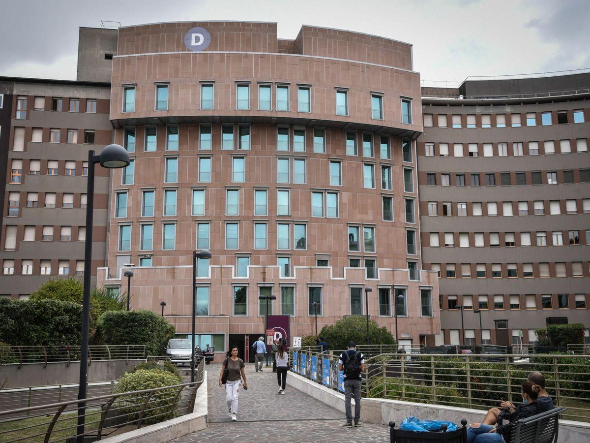 Foto: El hospital San Raffaele de Milán, donde estuvo ingresado Silvio Berlusconi (EFE EPA/Matteo Corner)