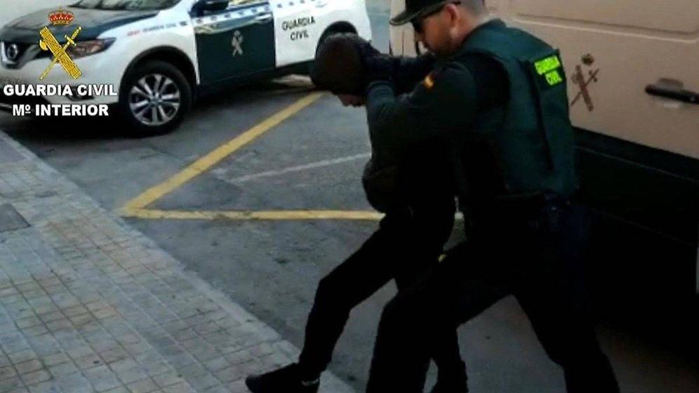 Foto: Uno de los integrantes de la Manada es conducido a declarar. (Guardia Civil)
