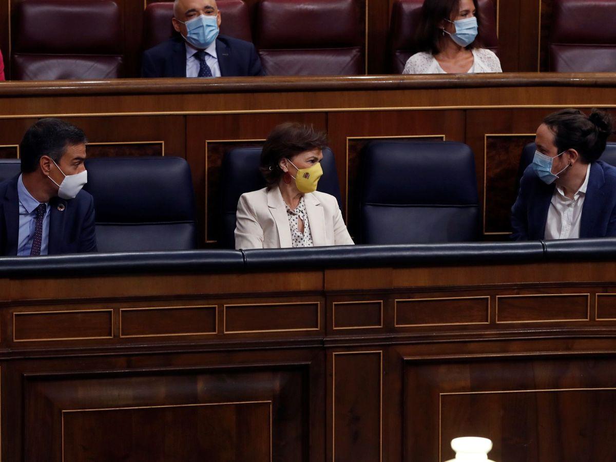 Foto: El presidente del Gobierno, Carmen Calvo y Pablo Iglesias, en el Congreso. (EFE)