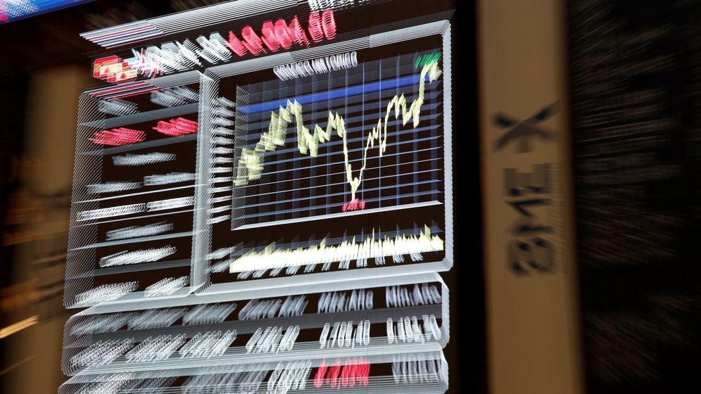 Foto: Cotización del Ibex en las pantallas del Palacio de la Bolsa de Madrid. (EFE)