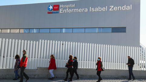 Vacunan en el Zendal a los empleados de una escuela de negocios privada de Madrid