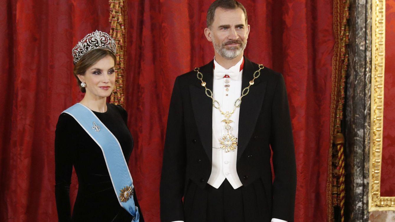 Foto: Los Reyes durante la cena de gala en el Palacio Real (EFE)