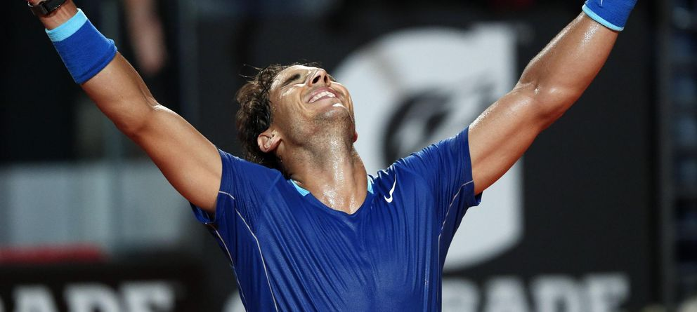 Foto: Nadal celebra con los brazos abiertos su victoria ante Dimitrov en las semifinales de Roma.