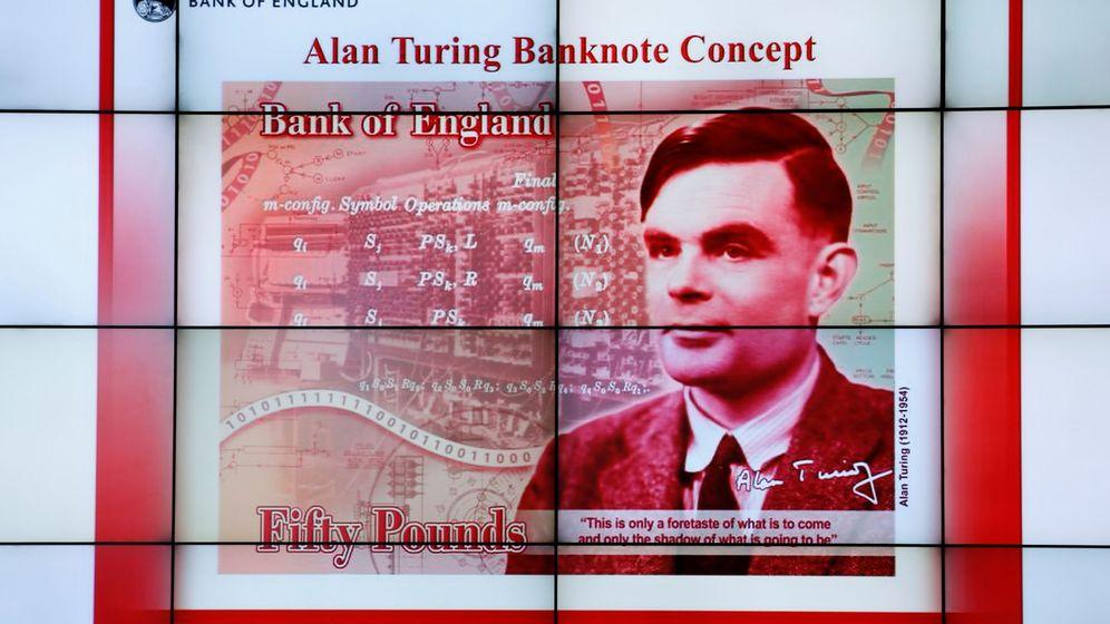 Foto: El billete de 50 libras con la cara de Alan Turing, presentado en el Museo de Ciencias e Industria de Manchester (Reino Unido). (Reuters)