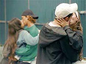 Un tercio de los adolescentes accede a tener relaciones sexuales sin preservativo