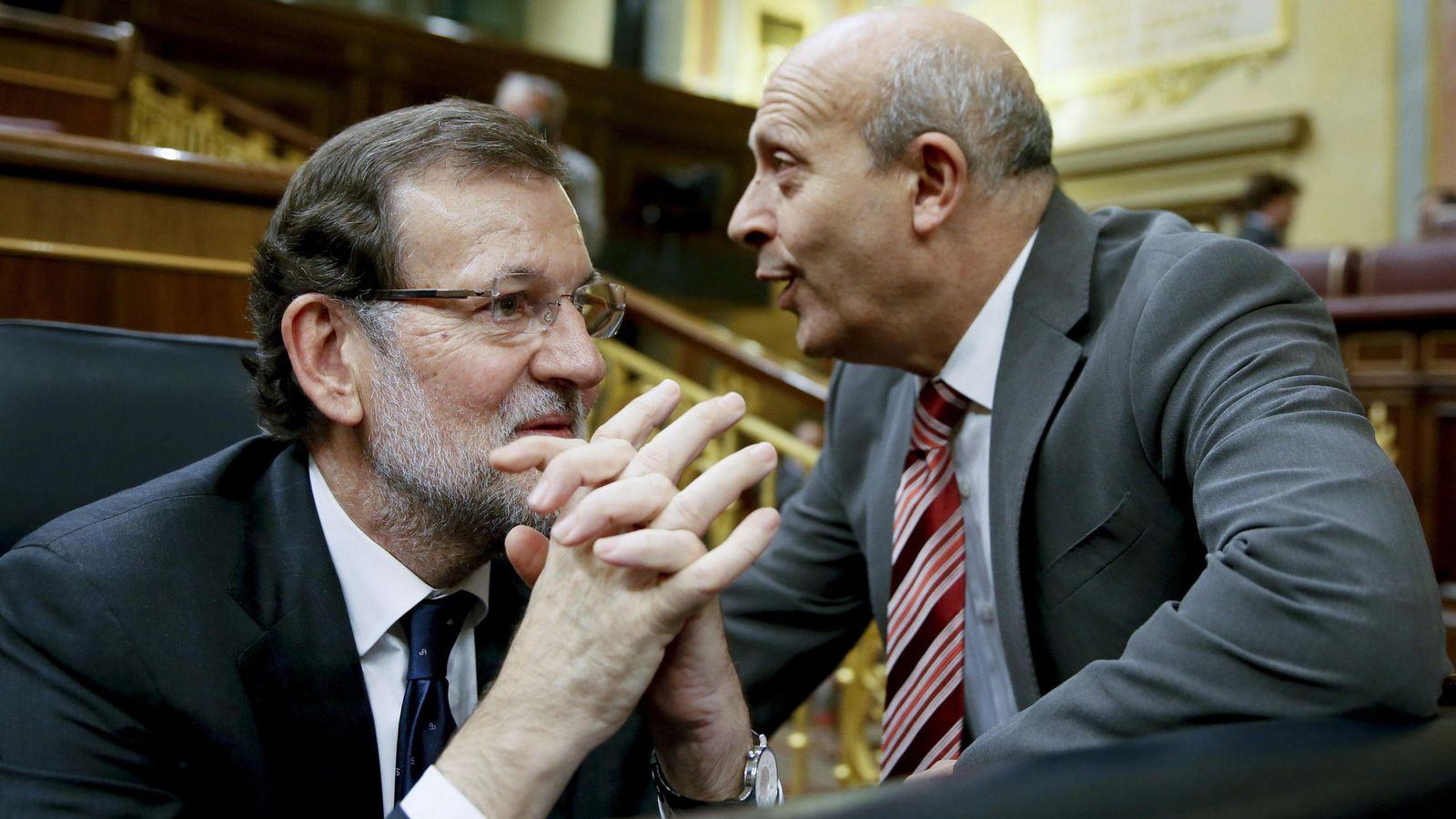 Foto: El presidente del Gobierno, Mariano Rajoy (i), junto al exministro de Educación José Ignacio Wert (d). (EFE)