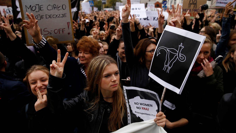 """Bruselas, cada vez más cerca de pulsar el """"botón nuclear"""" ante la deriva de Polonia"""