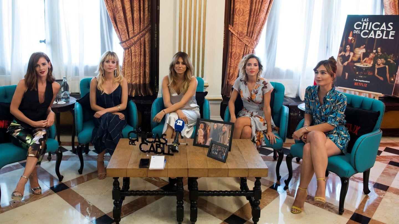 Blanca, con sus compañeras en 'Las chicas del cable'. (EFE)