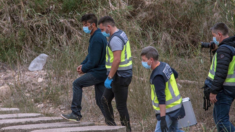 El detenido durante la reconstrucción del crimen. Foto: Efe