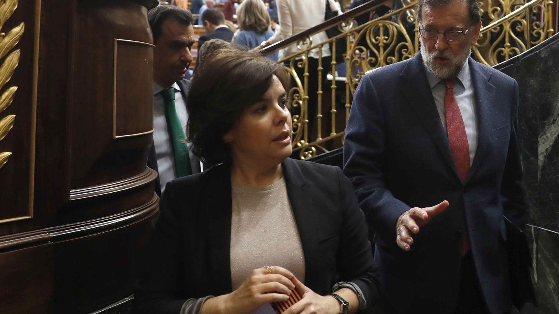 Mariano Rajoy y Soraya Sáenz de Santamaría. (EFE)