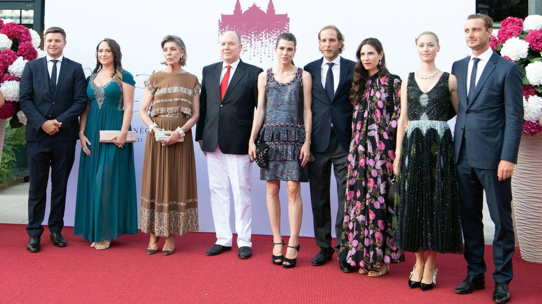 La familia real de Mónaco preside el concierto benéfico de la Cruz Roja. (Gtres)