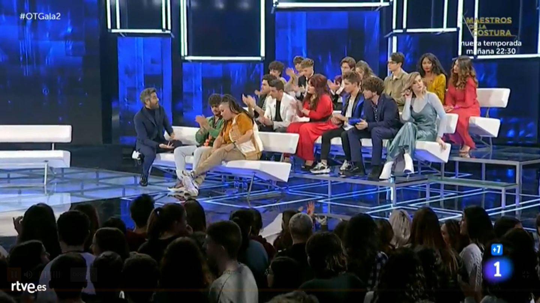 Roberto Leal y los 16 concursantes de 'OT 2020'. (TVE)
