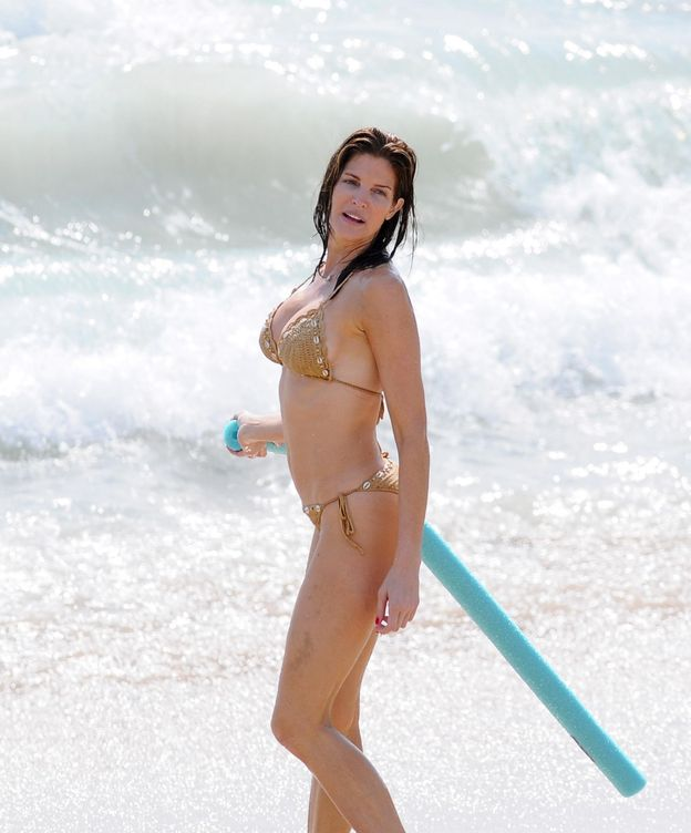 Foto: La modelo Stephanie Seymour en la playa (Gtres)