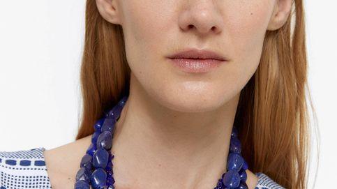 Este collar de Uterqüe le dará una nueva vida a todas tus camisas y tenemos pruebas