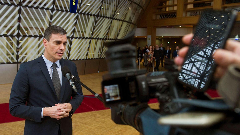 El presidente del Gobierno, Pedro Sánchez, atiende a la prensa en Bruselas. (EFE)