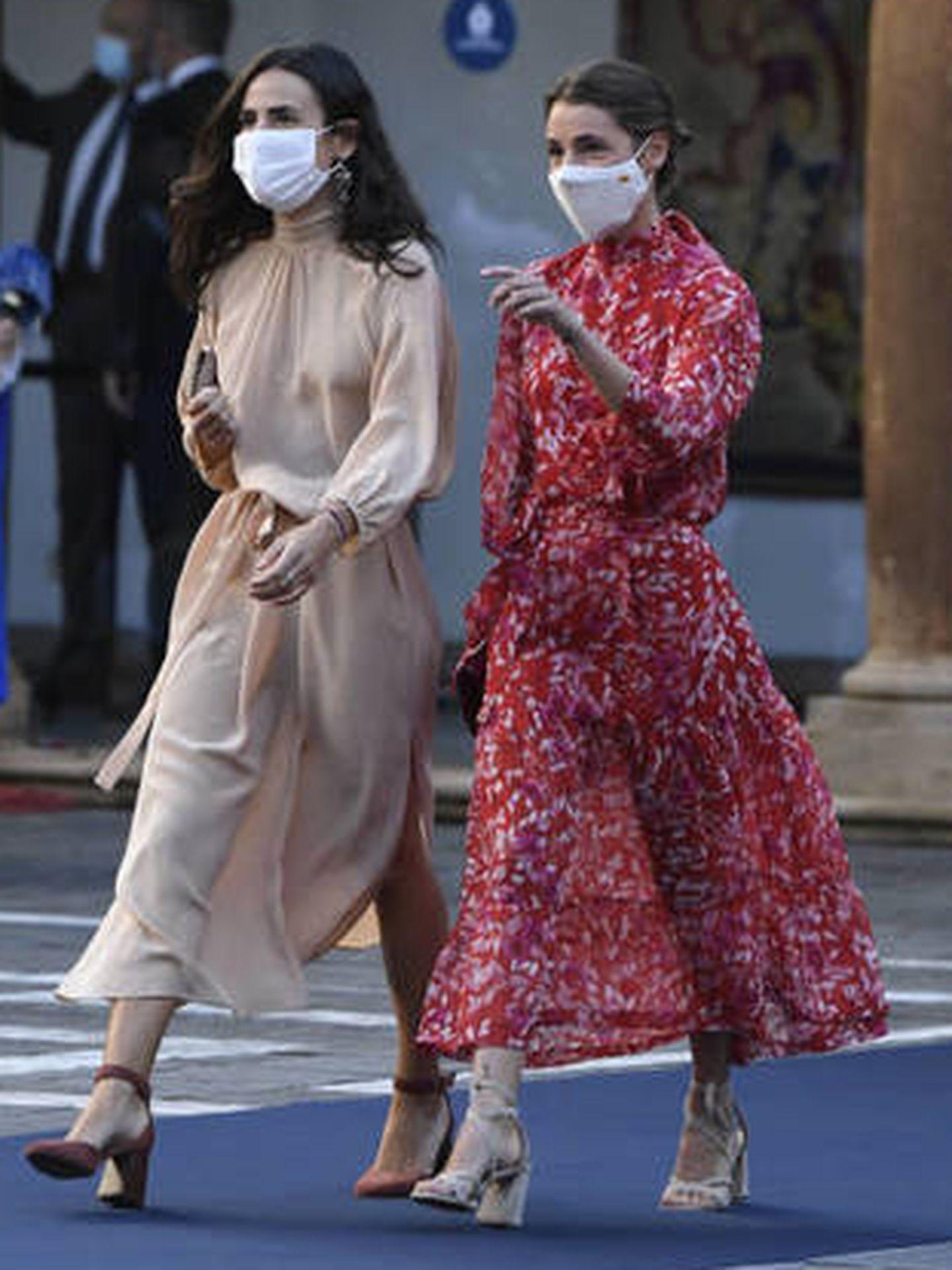 Llegada de las hijas de Carlos Sainz a la ceremonia de los Premios Princesa de Asturias. (Limited Pictures)