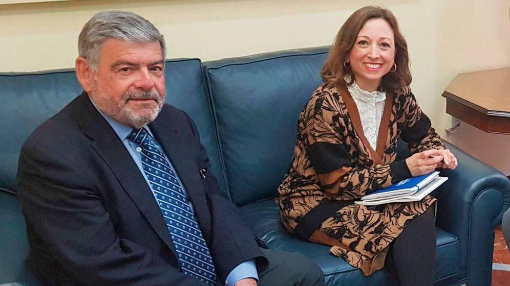Foto: Miguel Guijarro (izda.), junto a la delegada de la Junta de Andalucía en Málaga, Patricia Navarro
