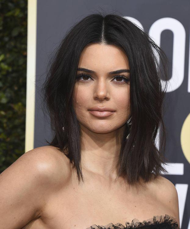 Foto: Kendall Jenner y su comentado acné en los pasados Globos de Oro. (Gtres)