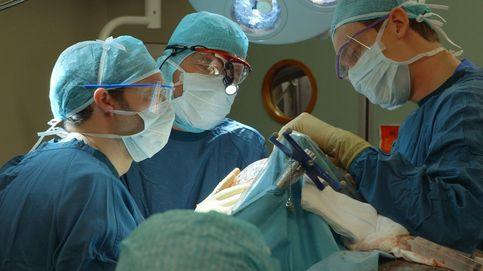 Entra en quirófano para operarse los párpados pero la anestesia la mata