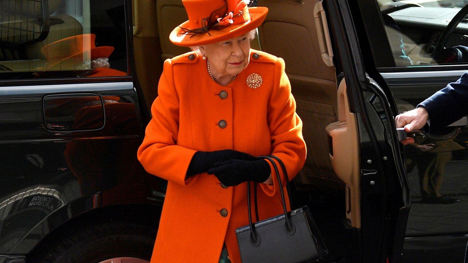 Foto: La reina Isabel II visita el Museo de Ciencias de Londres. (EFE)